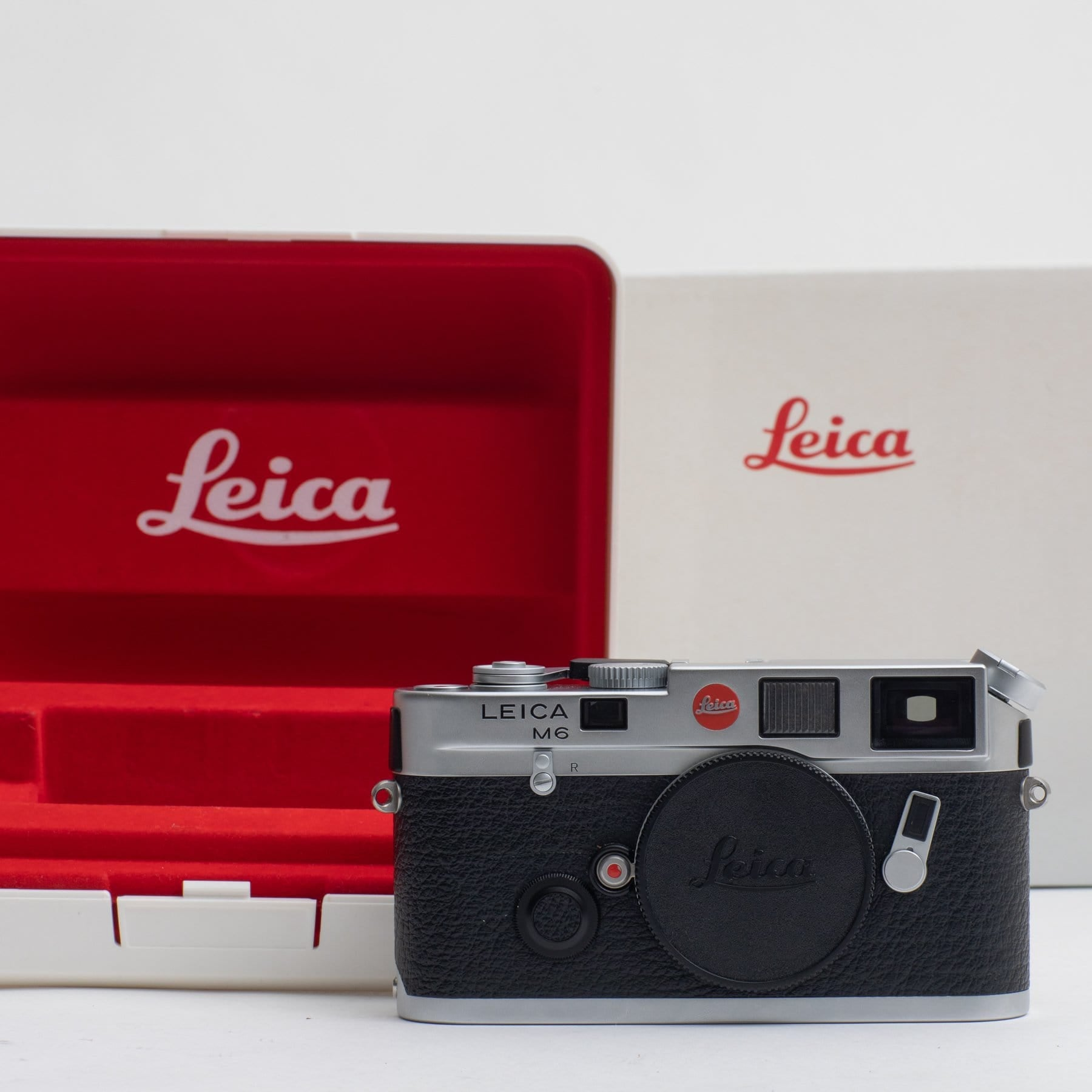 --Leica M6 Panda *MINT* no. 2418931 (Body Only)--