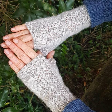 Anne's Willow Fingerless Mitts