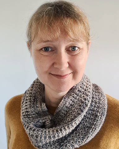 Barn Door Cowl by Louise Tilbrook