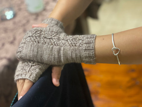 Meshal's Willow Mitts