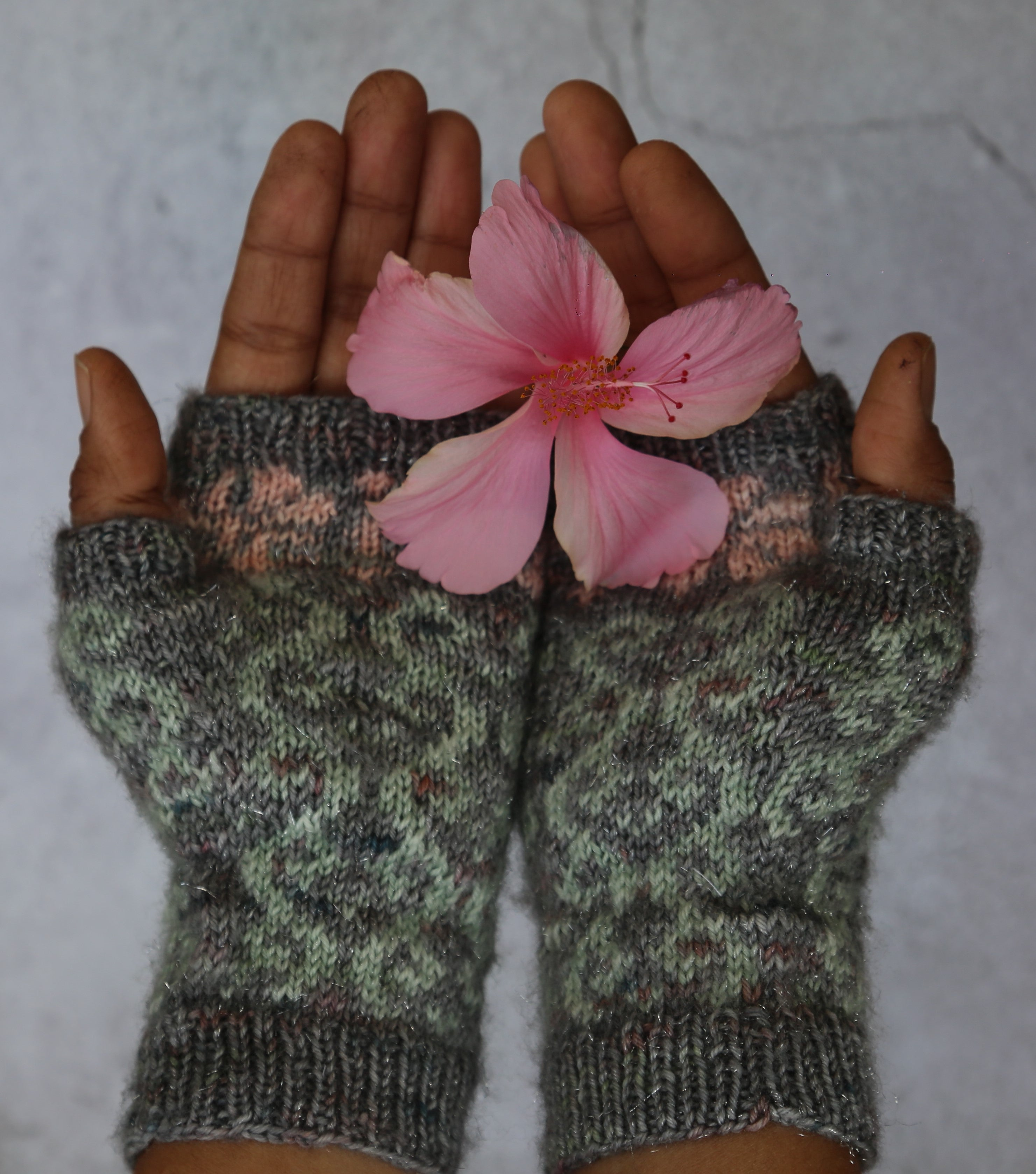 Vrilles Mitts by Jaya