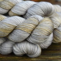Titus 4ply in Zeppelin (Dyelot 101219)