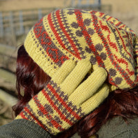 Flora Hat by Anna Elliott using Whitfell DK
