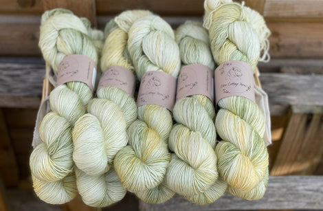 Variegated green and yellow yarn