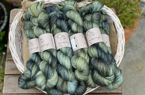 Variegated green and blue yarn