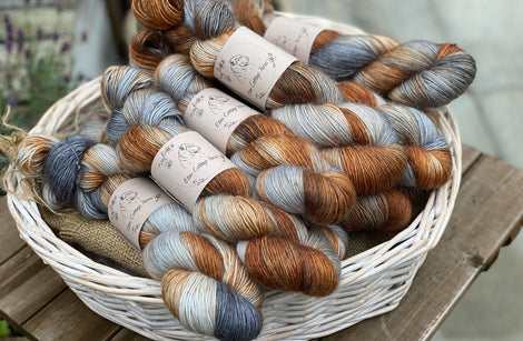 Variegated brown and grey yarn