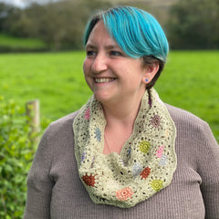 Colour Pop Cowl by Tracey Todhunter worn by Victoria
