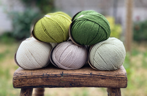 10 balls of yarn in five colours, a fade of greens