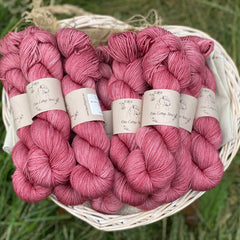 Pinky-red yarn
