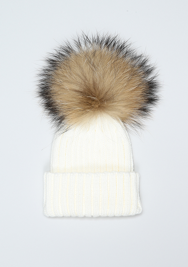 http://bobblebabies.co.uk/collections/pompom-bobble-hats/products/winter-white-pompom-hat?variant=30568464260