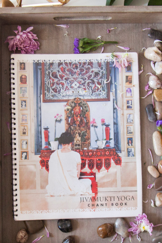 Load image into Gallery viewer, Jivamukti Chant Book