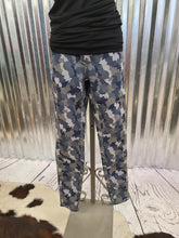 Load image into Gallery viewer, Camo Reversible Jean