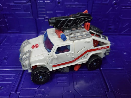 TRANSFORMERS 2010 DELUXE CLASS RESCUE RATCHET