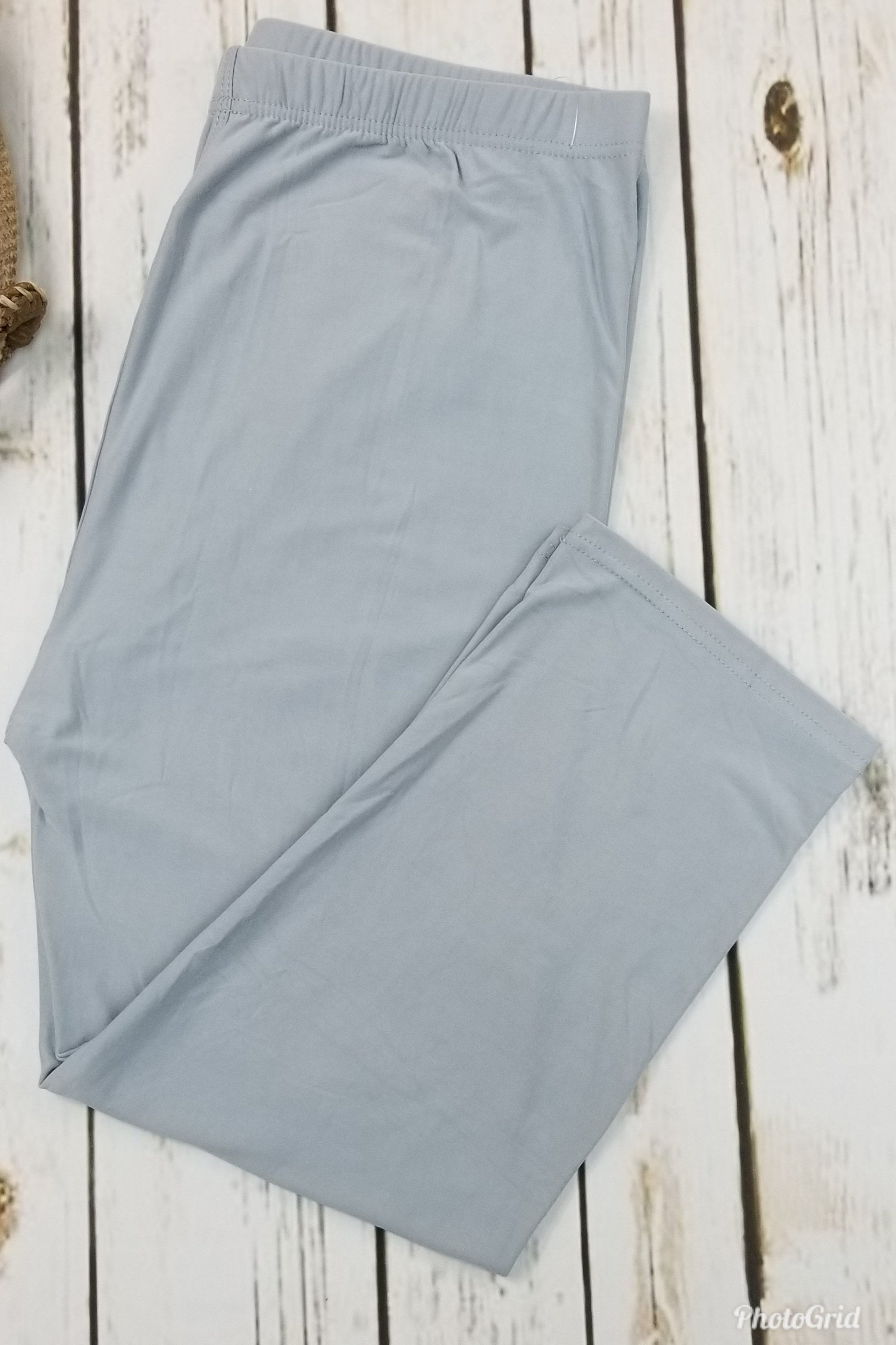 Capri Solid Light Gray/Blue