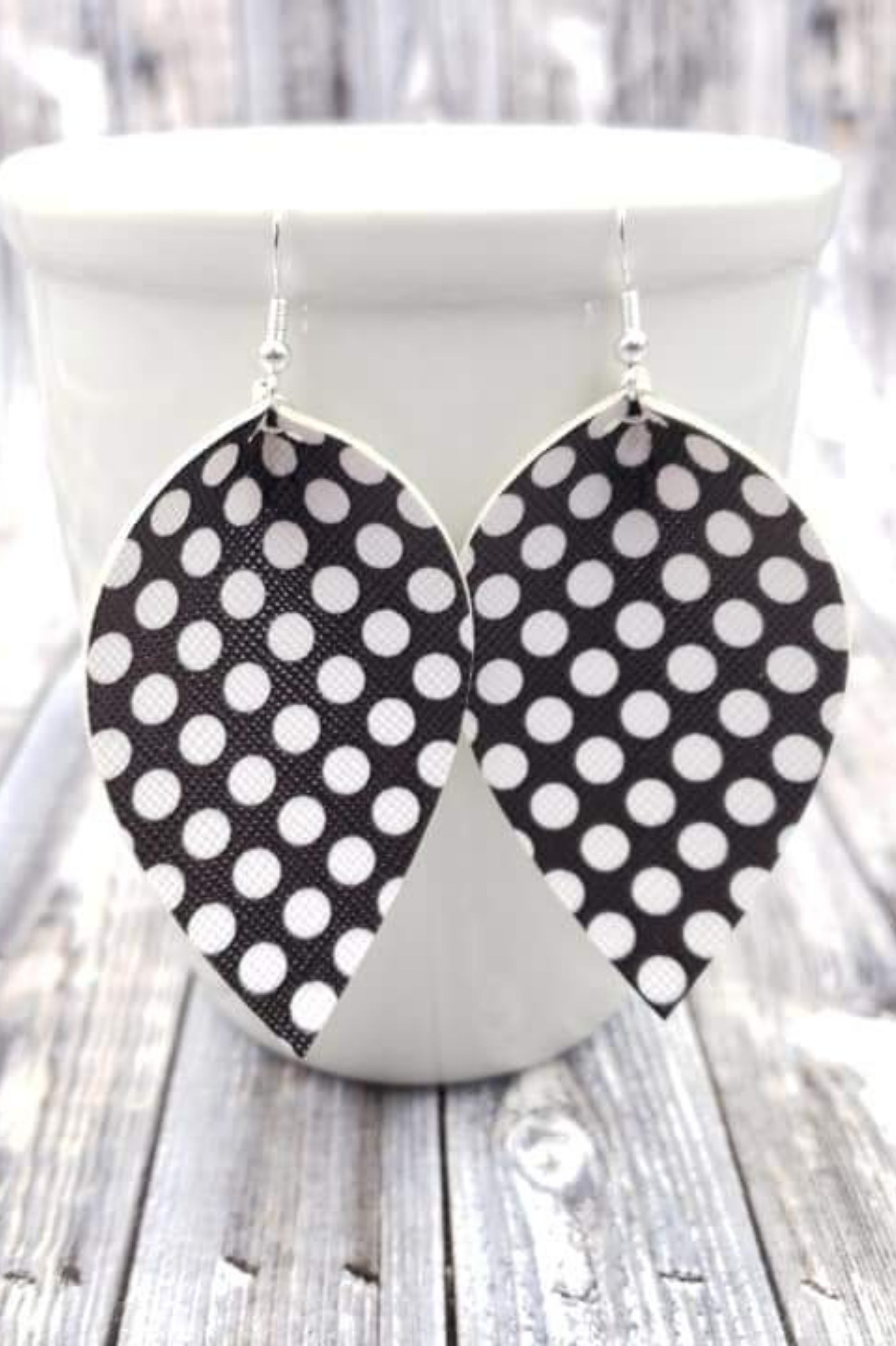 Dot Black & White Petal Handcrafted22 Earrings P-003