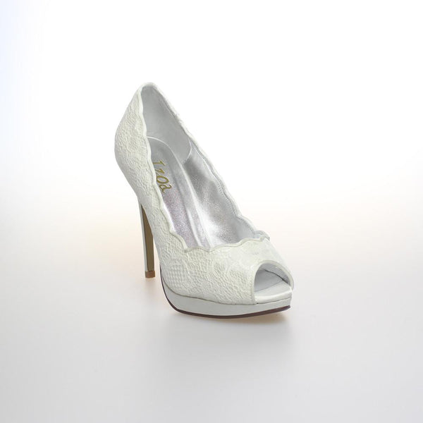CINDERELLA IN LACE IVORY PUMPS