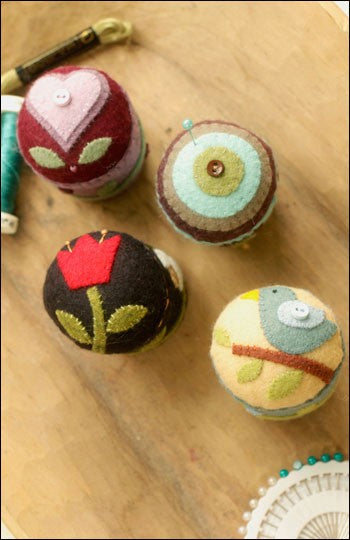 IJ936_11 folk art pincushions