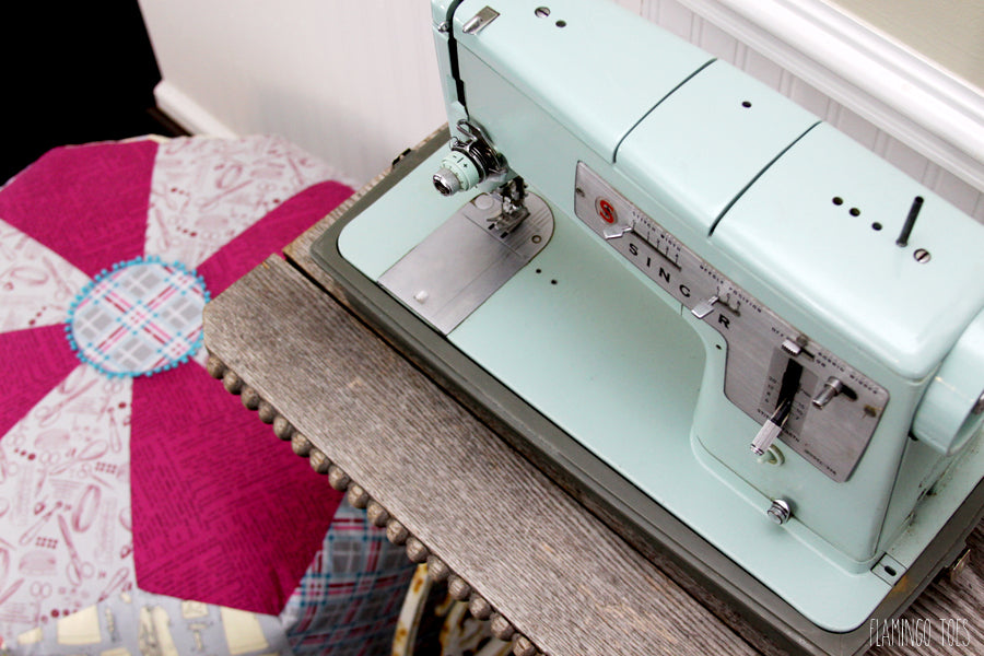 Vintage-Sewing-Machine-and-Pouf