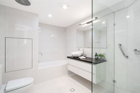 11 White and Serene Bathrooms