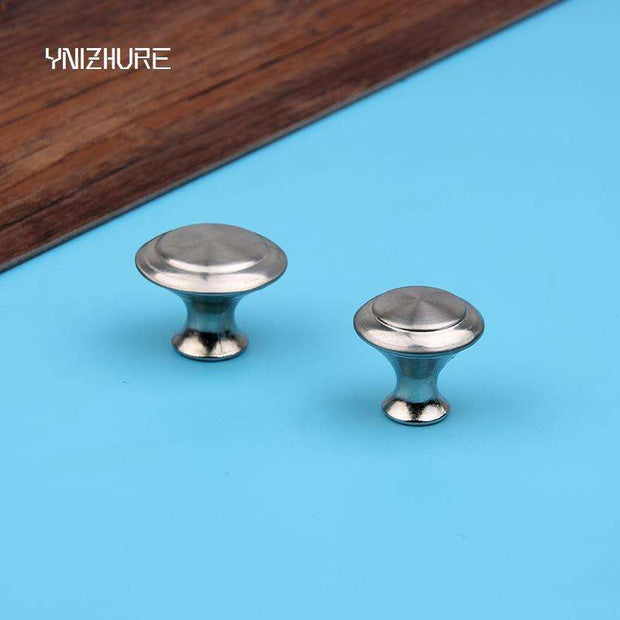 Room To Rooms:Kitchen Knobs