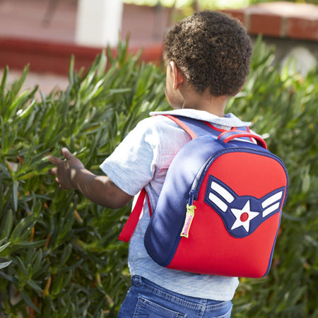 Boy using an American Flyer Harness Backpack on a field trip with his preschool.