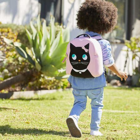Preschooler with the cute Dabbawalla Bags Miss Kitty harness bag.