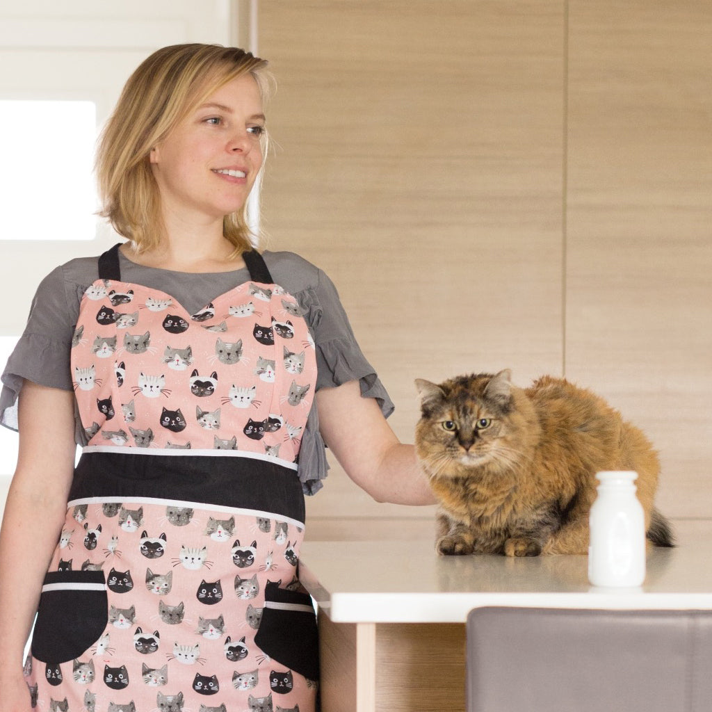 Apron Cats Meow Betty lifestyle