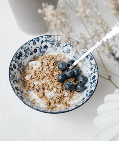 Oatmeal with Fresh Blueberries   5 Simple Recipes that Lower Cholesterol   Cerabeta