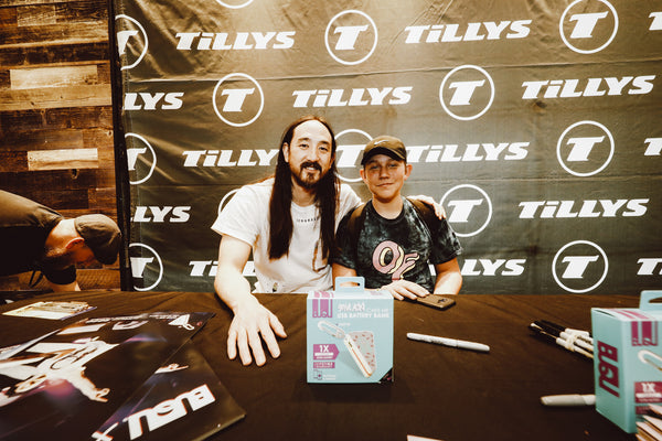 Aoki x Tillys Caking and Autograph Signing Event