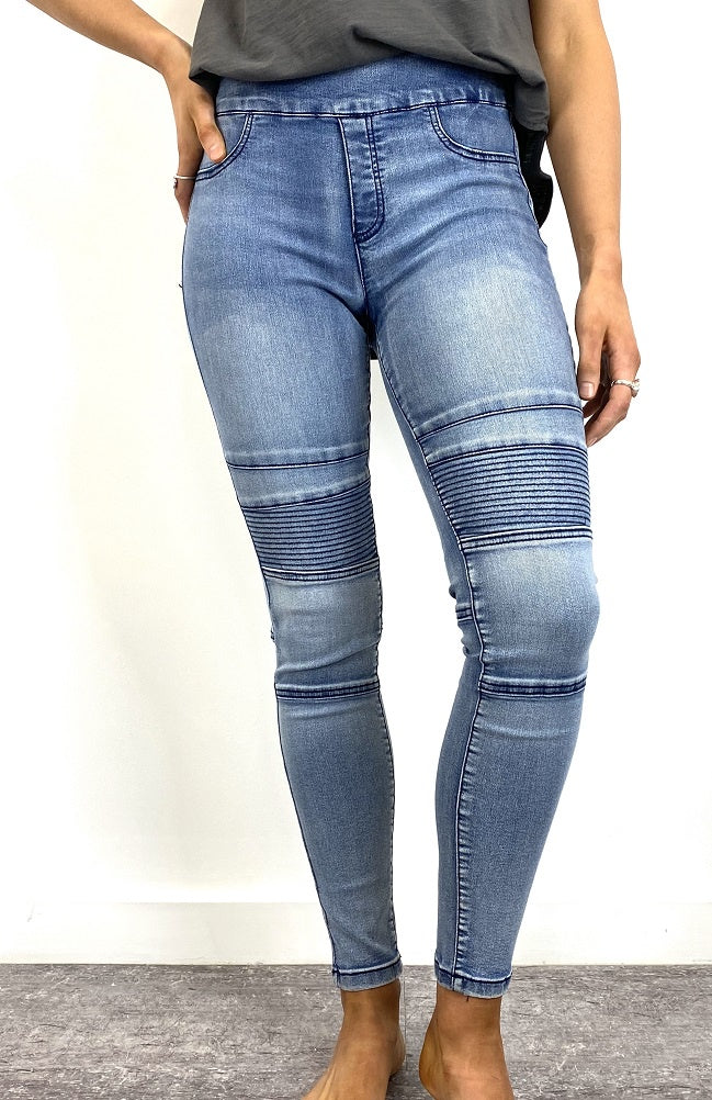 Zali Pull On Jean - Light Wash Denim