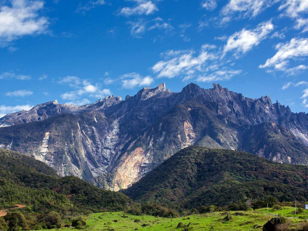 A breathtaking view of the majestic Mount Kinabalu!