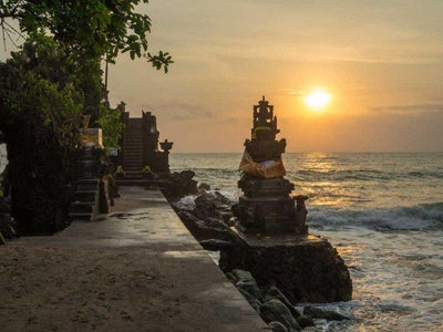 Batu Bolong Temple with sunset view