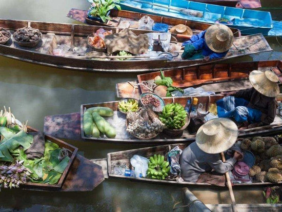 Boats crowding the Damnoen Saduak Floating Market