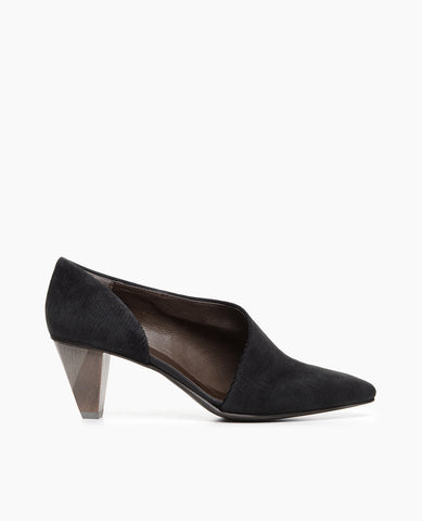 Coclico women's elegant vintage inspired pump with stunning silhouette in luxurious black texture cut leather. Coclico shoes are sustainably made in Spain.