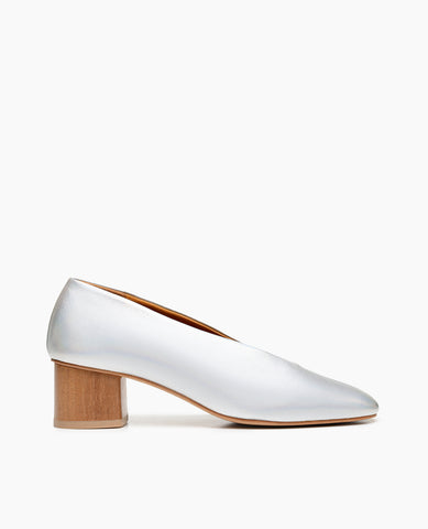 Coclico women's effortless everyday mid pump with sweetheart-cut in bright iridescent silver leather. Coclico shoes are sustainably made in Spain.