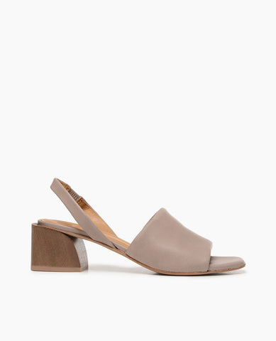 Coclico women's fun vintage inspired slingback sandal in neutral leather and softly curved solid wood heel. Coclico shoes are sustainably made in Spain.