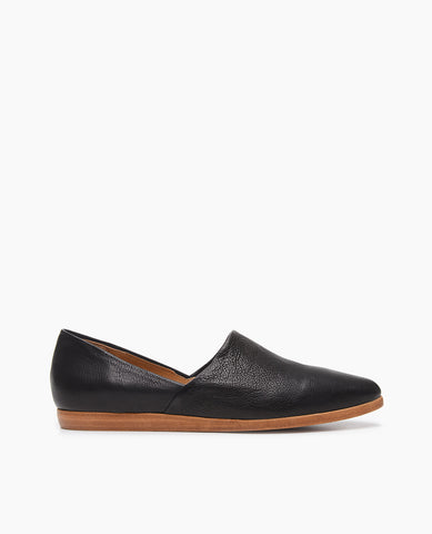 Coclico women's classic Padu flat in a chic black leather. Coclico shoes are sustainably made in Spain.