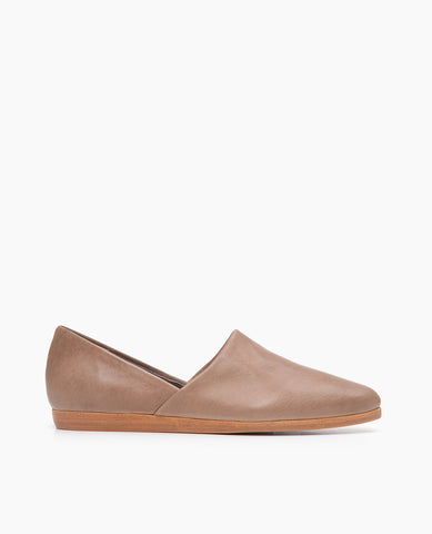 Coclico women's classic Padu flat in a modern neutral leather. Coclico shoes are sustainably made in Spain.