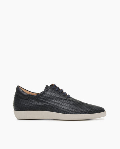 Coclico women's lace up pointed flat in crisp snake embossed leather with a rubber sole. Coclico shoes are sustainably made in Spain.