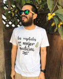 Unisex Vegetables are the Best Medicine T-Shirt (En Español)