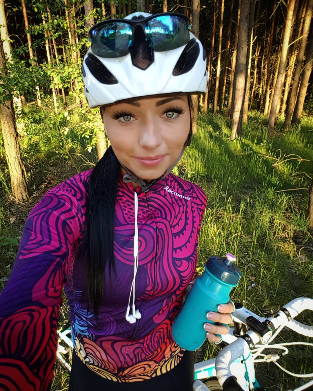 Dorota Kubic snapping a selfie while wearing Dragon Long Sleeve Jersey