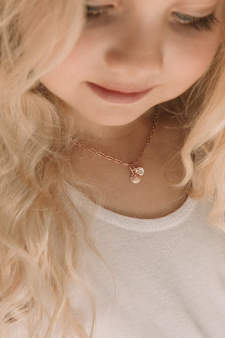 Child wearing 35+5cm necklace
