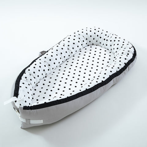 Portable Newborn Baby Sleeping Bed-Black dots - Mini Me Ltd