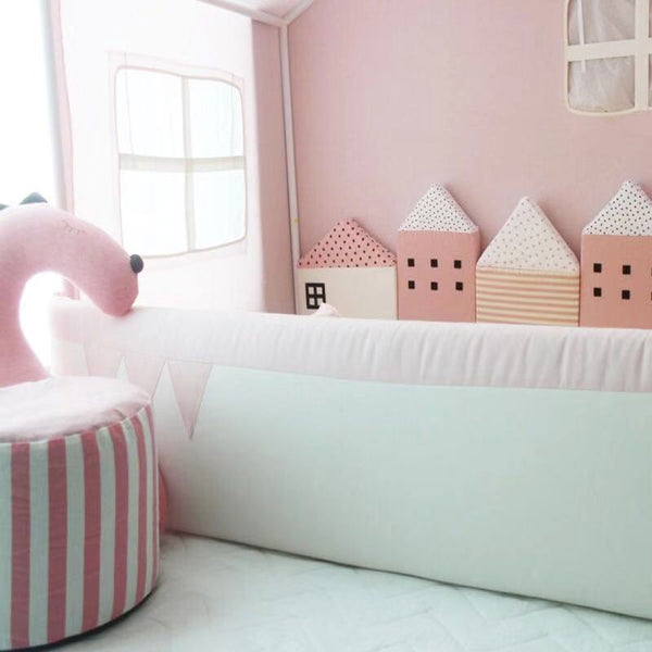 Little House Bed Bumper (Pink)