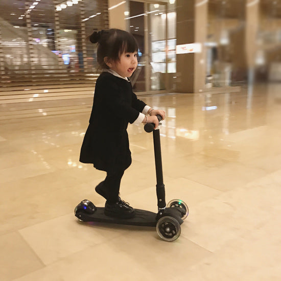 High End Quality Kids Scooter with flash wheels - Mini Me Ltd