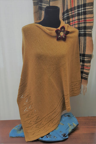 Knitted Poncho with patterned edge