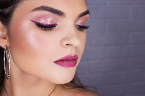 beautiful lady with highlight makeup rocking a new 2020 makeup look