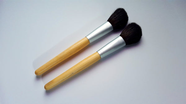 Angled Blush Brush with Goat Hair and Bamboo Handle