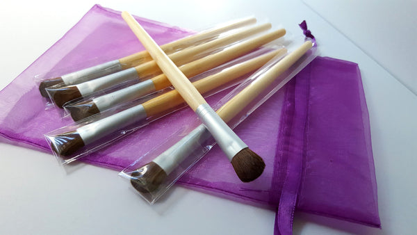 affordable vegan makeup eye shadow brush with bamboo handle