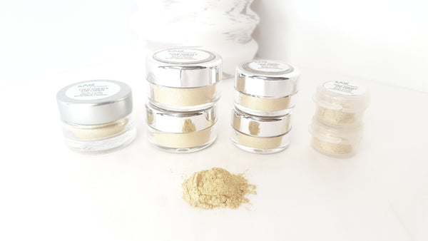 gold eyeshadow shimmery pigment highlighting loose powder